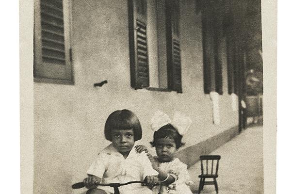 recife_1926_-com-irmã-leda-c-arquivo-da-familia-verso-brasil-editora8B6DFB87-6FB0-E079-5802-11041B08E9BC.png